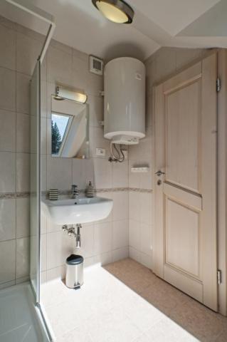 Owl - bathroom